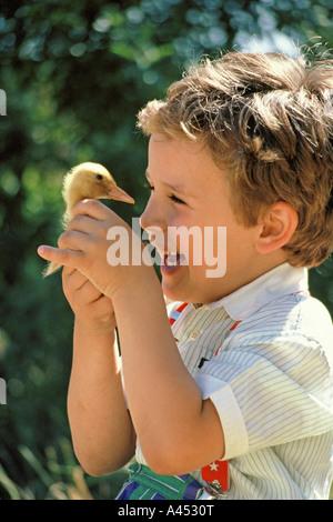 Entlein und Kind - Stockfoto