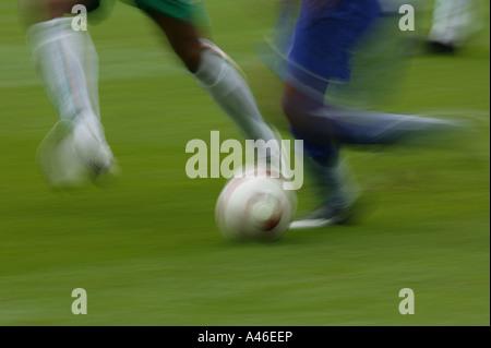 Beine von Fußballspielern während eines Fußballspiels - Stockfoto