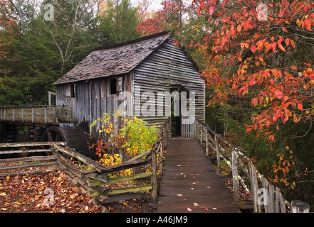 Kabel-Mühle und Herbst Farbe Cades Cove Great Smokey Mountains National Park-Tennessee - Stockfoto