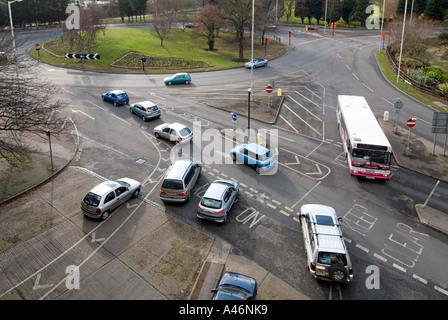 Chelmsford Stadt Geschäftsmitte-Karussell umfasst Autos Parkhaus verlassen - Stockfoto
