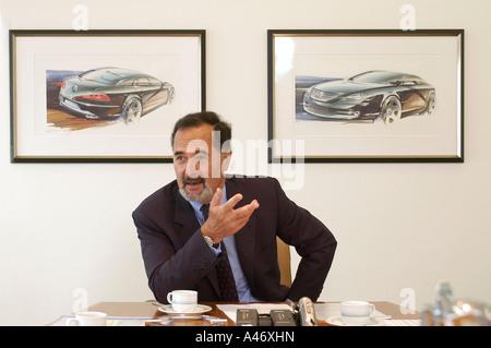 Bernd Pischetsrieder, Vorstandsvorsitzender der Volkswagen AG, in seinem Büro - Stockfoto