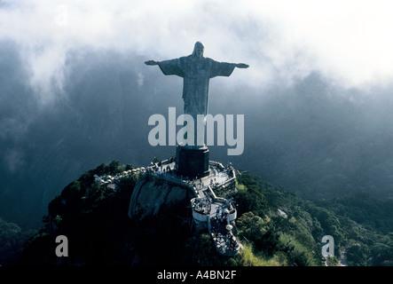 Rio De Janeiro, Brasilien, Juli 1991.Christ der Erlöser (O Cristo Redentor) Statue von Jesus Christus mit Blick - Stockfoto