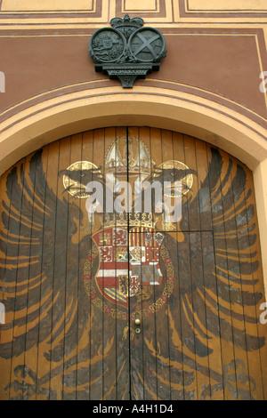 Tür und Familie Wappen der Fugger Stadt Palast Augsburg Bayern Deutschland - Stockfoto
