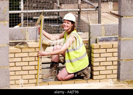 EINE WEIBLICHE MAURER UK - Stockfoto