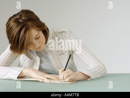 Junge Frau mit Notebook, löschen - Stockfoto