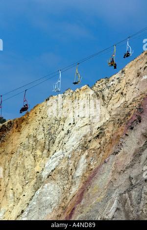 Sesselbahn am Alum Bay mit Passagieren hinunter zum Strand, Isle of Wight, England, Vereinigtes Königreich - Stockfoto