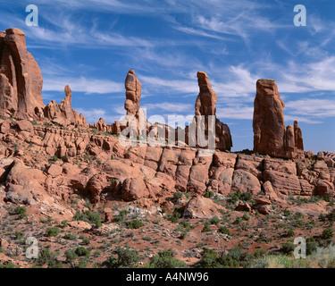 Ausgewaschene Felsformationen bekannt als The Marching Männer Klondike Bluffs Bezirk Arches National Park Utah Vereinigte - Stockfoto