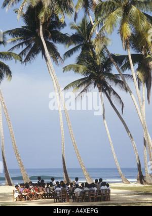 Schule am Strand, Akurala, Sri Lanka - Stockfoto