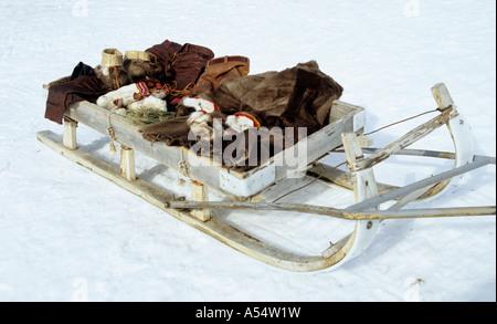 Sami Lapp Herder s traditionelle Rentierschlitten in Schwedisch-Lappland jenseits des Polarkreises - Stockfoto