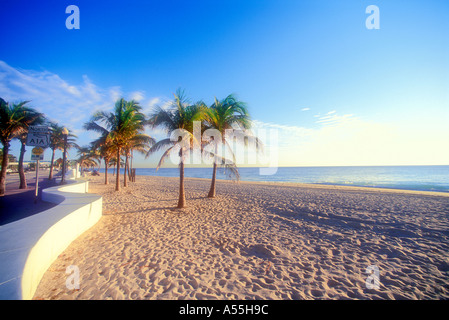 Sonnenaufgang am Strand von Fort Lauderdale in Florida USA - Stockfoto
