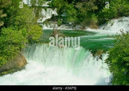 Kaskaden des Skradinski Buk Krka Nationalpark Fernsehreihe Kaskaden von Skradinski Buk Krka Nationalpark Kroatien - Stockfoto