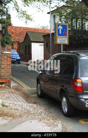 Verkehrsberuhigung Maßnahmen außerhalb der Schule - Stockfoto