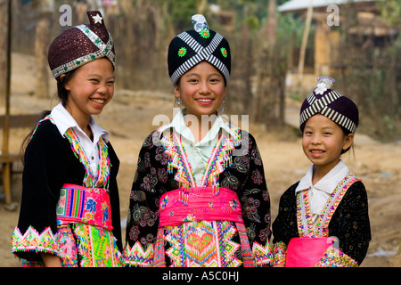 Hmong-Mädchen in traditioneller Kleidung Verbot Khua 1 in der Nähe von Luang Prabang Laos - Stockfoto