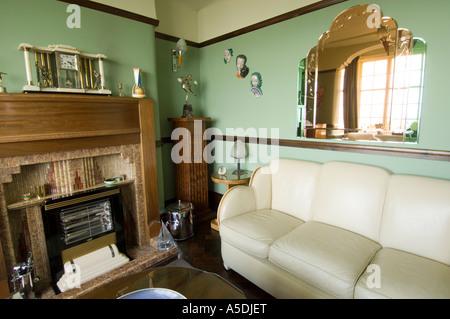 ... Renoviertes Art Deco Jugendstil 1930 S Haus Innen Lounge Wohnzimmer  Grüne Farbe   Stockfoto