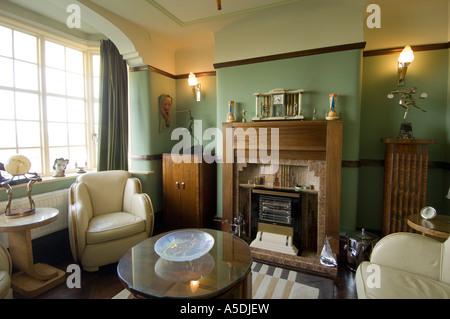 ... Renoviertes Art Deco Jugendstil 1930 S Haus Innen Lounge Wohnzimmer    Stockfoto