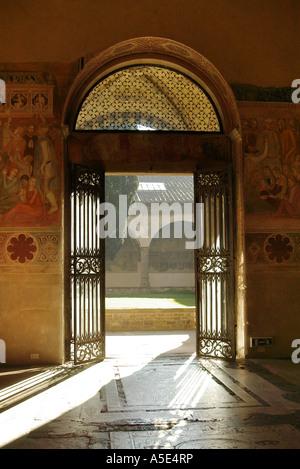 Florenz-Tür von der spanischen Kapelle Cappellone Degli Spagnoli Kirche von Santa Maria Novella Kloster Florenz - Stockfoto