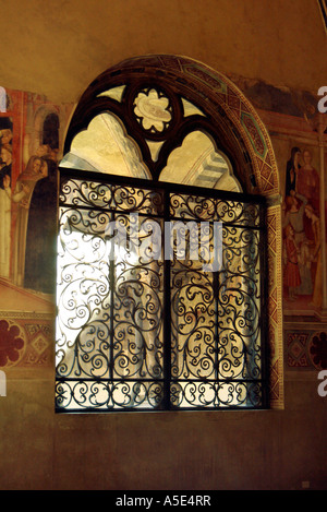 Florenz Basilica di Santa Maria Novella Ironwork grill in der spanischen Kapelle Blick in den Kreuzgang Florenz - Stockfoto