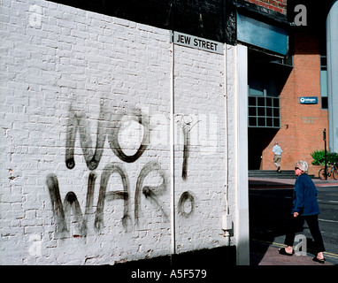 KEIN Krieg-Graffiti an Wand in Jude Street Brighton UK - Stockfoto
