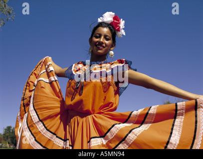 Mexikanisches Mädchen in Tracht - Stockfoto