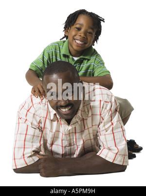Vater mit Sohn spielen - Stockfoto