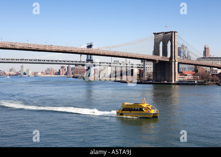 Wasser-Taxi am East River in New York - Stockfoto