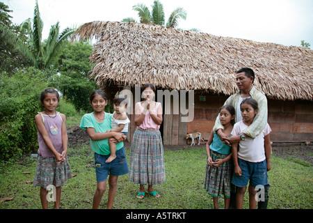 Painet jj1592 Guatemala Maya-indische Familie Guadalupe Dorf Petén Lateinamerika Zentral Amerika Land Entwicklungsland - Stockfoto