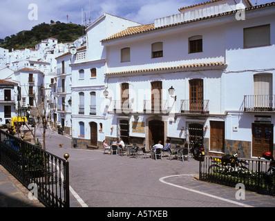 PLAZA de ESPANIA in weißen Bergdorf. Casares-Andalusien-Spanien-Europa - Stockfoto