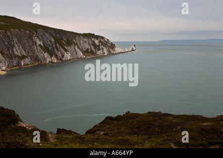 Blick auf die Nadeln von den Klippen über der Bucht von Alaun, Isle Of Wight - Stockfoto