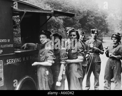 WWII Ats In Tee-Warteschlange - Stockfoto
