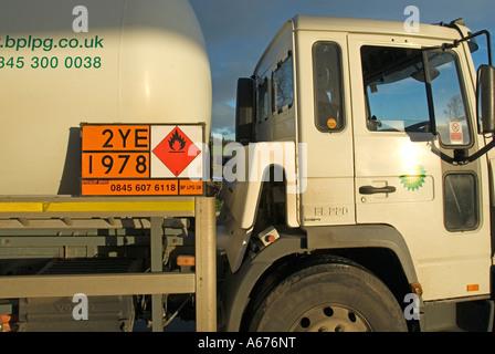 Nahaufnahme der Hazchem gefährliche Chemikalien und Gefahrgut Hinweisschild auf Gas-Tanker-LKW Notdienst Hilfe - Stockfoto