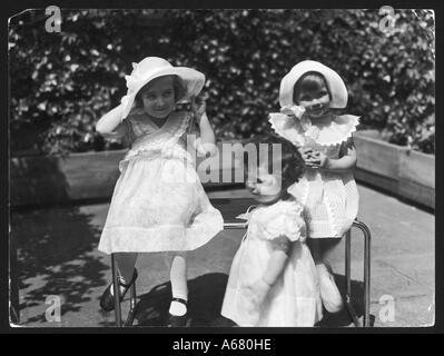Mädchen In weißen Kleidern - Stockfoto