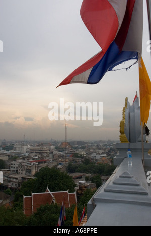 Bangkok Stadtbild bei Sonnenuntergang vom Dach des The Golden Mount (A) - Stockfoto