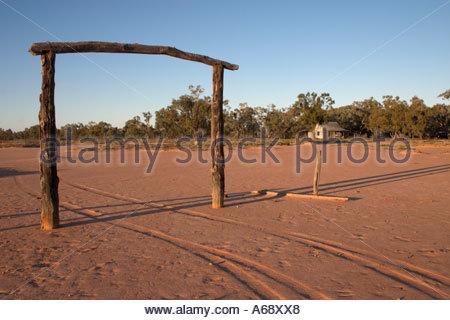 Das Eingangstor zum Red Bank Hütte Wentworth Auen Nationalpark im zentralen südlichen Queensland Australien - Stockfoto