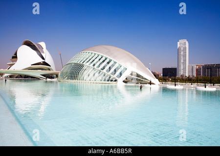 Valencia-Spanien-Stadt der Künste und Wissenschaft Hemisferic und Palace of Arts Reina Sofia von Santiago Calatrava - Stockfoto