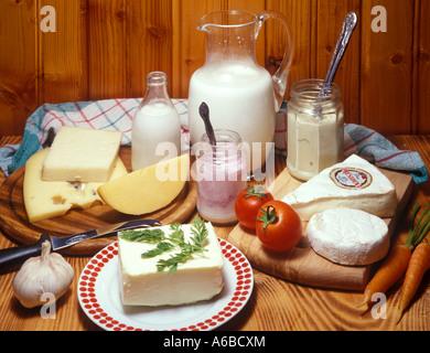 Milch und Käse - Stockfoto