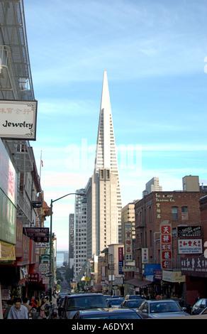 Pyramiden Sie-Gebäude in der Innenstadt von San Francisco aus Chinatown - Stockfoto