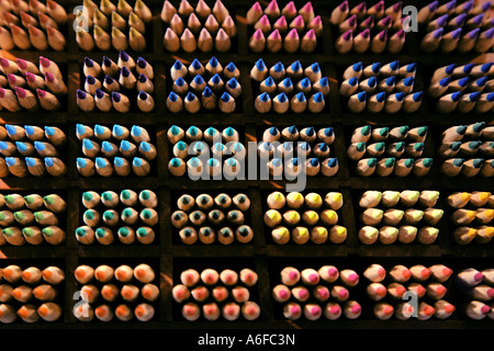 farbig sortiert Farbe Bleistifte Farblich Sortierte Buntstifte - Stockfoto