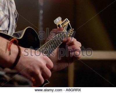 Mann Gitarre spielen - Stockfoto