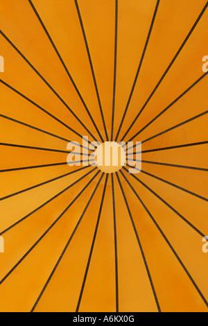 radiale Muster der Moschee Kuppel von innen gesehen - Stockfoto