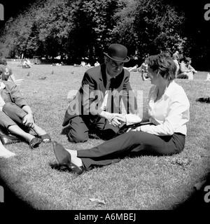 Im Chat im park - Stockfoto