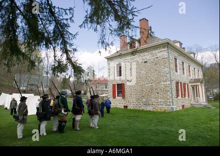 Schuylers Firma New York Provinziale von Albany reenacting Militär bohrt alte Fort Johnson Amsterdam - Stockfoto