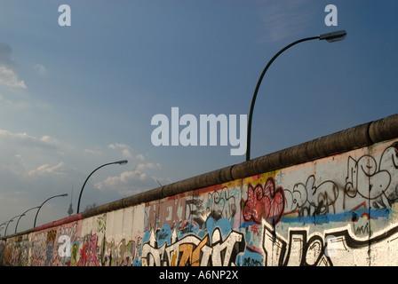 Intakte Teil der Berliner Mauer - Stockfoto