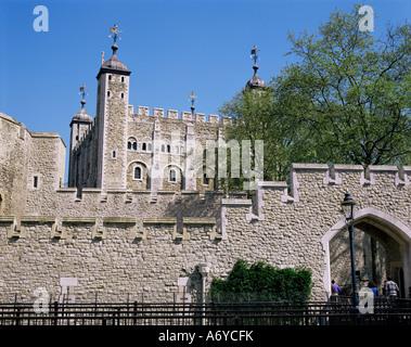 Der weiße Turm und der Außenwand Turm von London UNESCO World Heritage Site London England Vereinigtes Königreich - Stockfoto