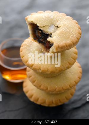 Stapel von Mince Pies und Brandy - high-End Hasselblad 61mb digitales Bild - Stockfoto