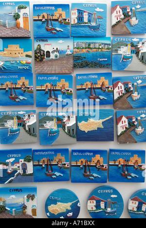Souvenir-Plaketten Shop shopping kaufen Andenken Memento Momento erinnern Erinnerung token Erinnerung Urlaub Urlaub - Stockfoto