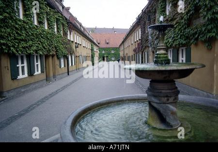 Geographie/Reisen, Deutschland, Bayern, Augsburg, Fuggerei, gegründet 1516 von Jakob Fugger, weg mit Brunnen, Additional - Stockfoto