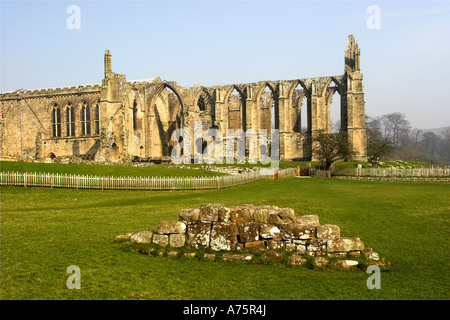 Ruine des Klosters Augustine. Bolton Abbey, North Yorkshire Dales. - Stockfoto