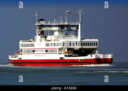 Red Funnel Autofähre Red Eagle Southampton East Cowes Isle of Wight England - Stockfoto