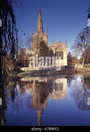 Riverside Grade I denkmalgeschütztes Gebäude Heilige Dreifaltigkeit Pfarrkirche berühmt Begräbnisstätte berühmter William Shakespeare River Stratford auf Avon Warwickshire VEREINIGTES KÖNIGREICH
