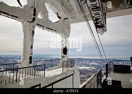 Seilbahn Skilift am Mount Verwaltungssitz, Aomori, Japan, festsitzende im Schnee durch den wind - Stockfoto
